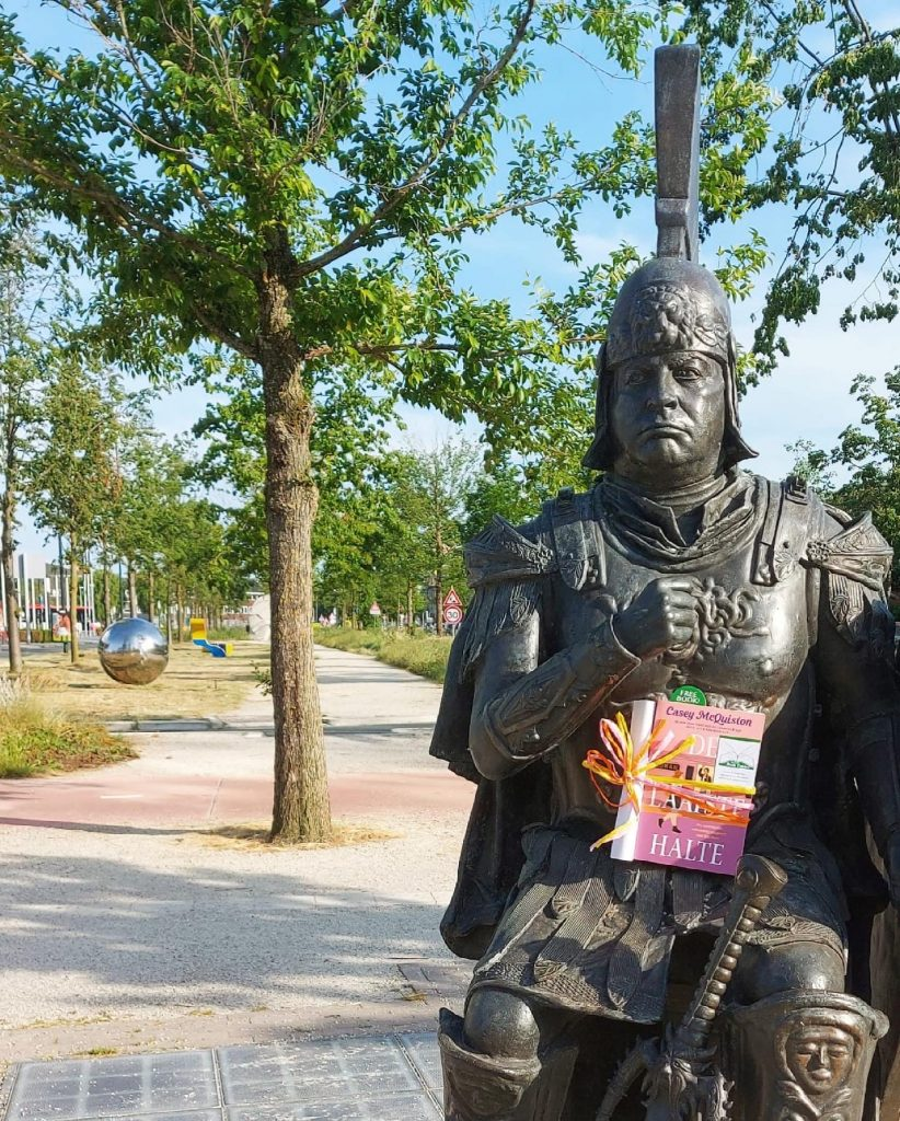 The Book Fairies in the Netherlands shared De Laatste Halte by Casey McQuiston The Hague statue