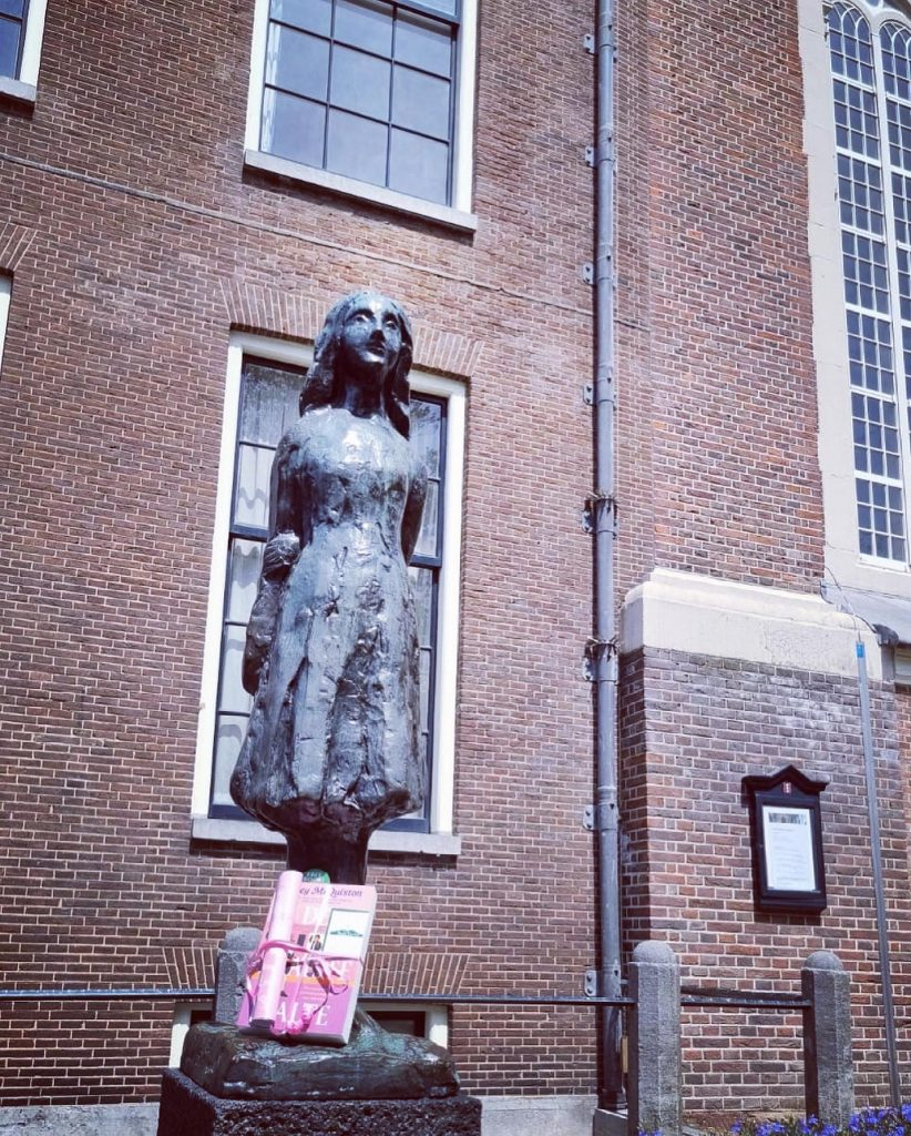 The Book Fairies in the Netherlands shared De Laatste Halte by Casey McQuiston at the Anne Frank statue