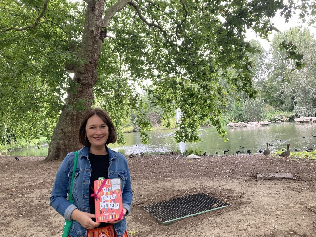 Author Freya Sampson becomes Book Fairy for a Day with The Last Library in St James' Park